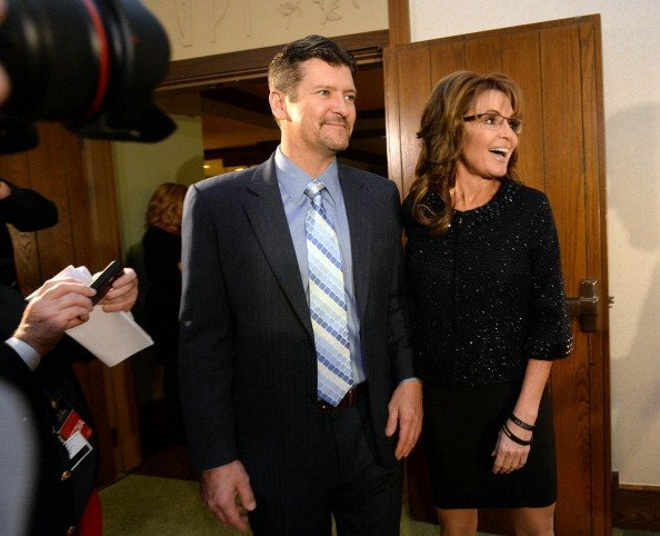 Sarah Palin, right, former Governor of Alaska, and her husband, Todd, arrive at the Grove Park Inn for a celebration of Billy Graham's 95th birthday in Asheville. | Photo: Getty Images.