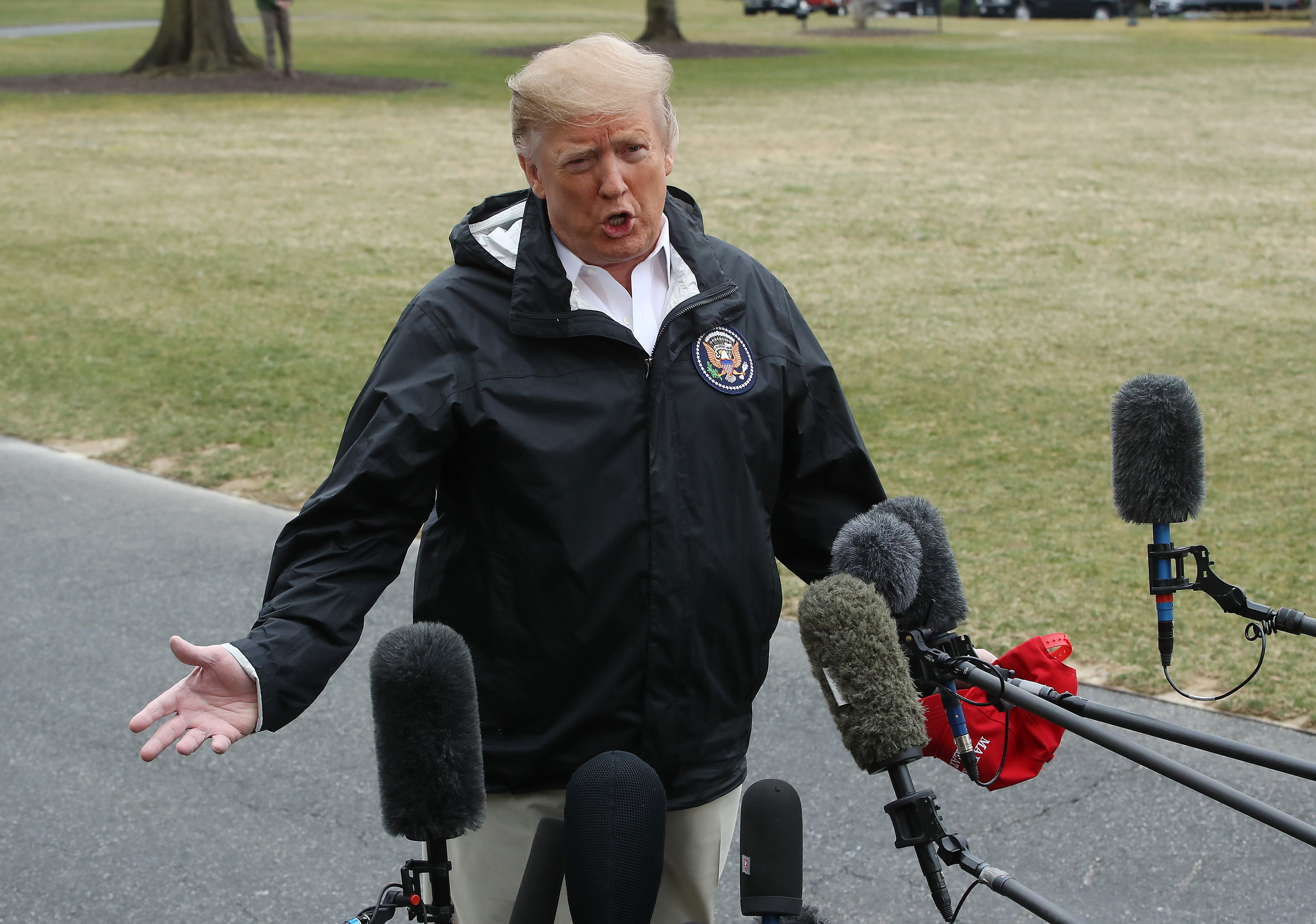Donald Trump speaking to the media outside the White House before flying to Alabama | Photo: Getty Images