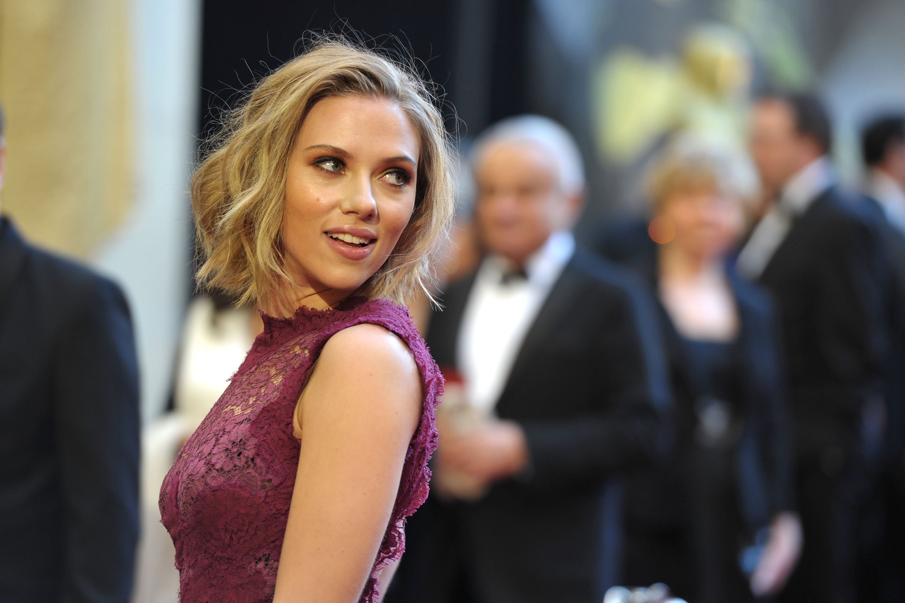 Scarlett Johansson arrives at the 83rd Annual Academy Awards held at the Kodak Theatre on February 27, 2011 in Hollywood, California. | Source: Getty Images