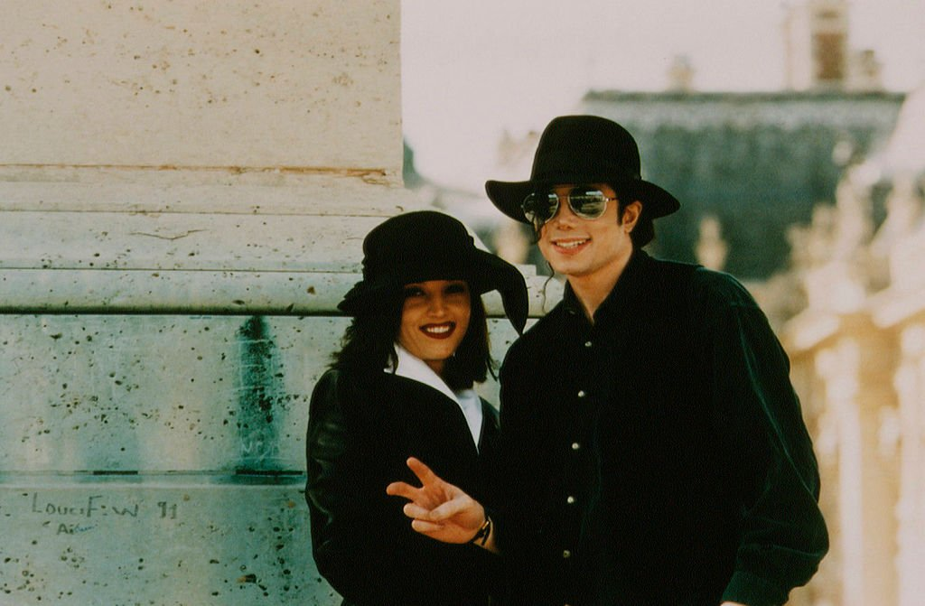Michael Jackson and Lisa Marie Presley pose for a photo in France in September 1994 | Photo: Getty Images