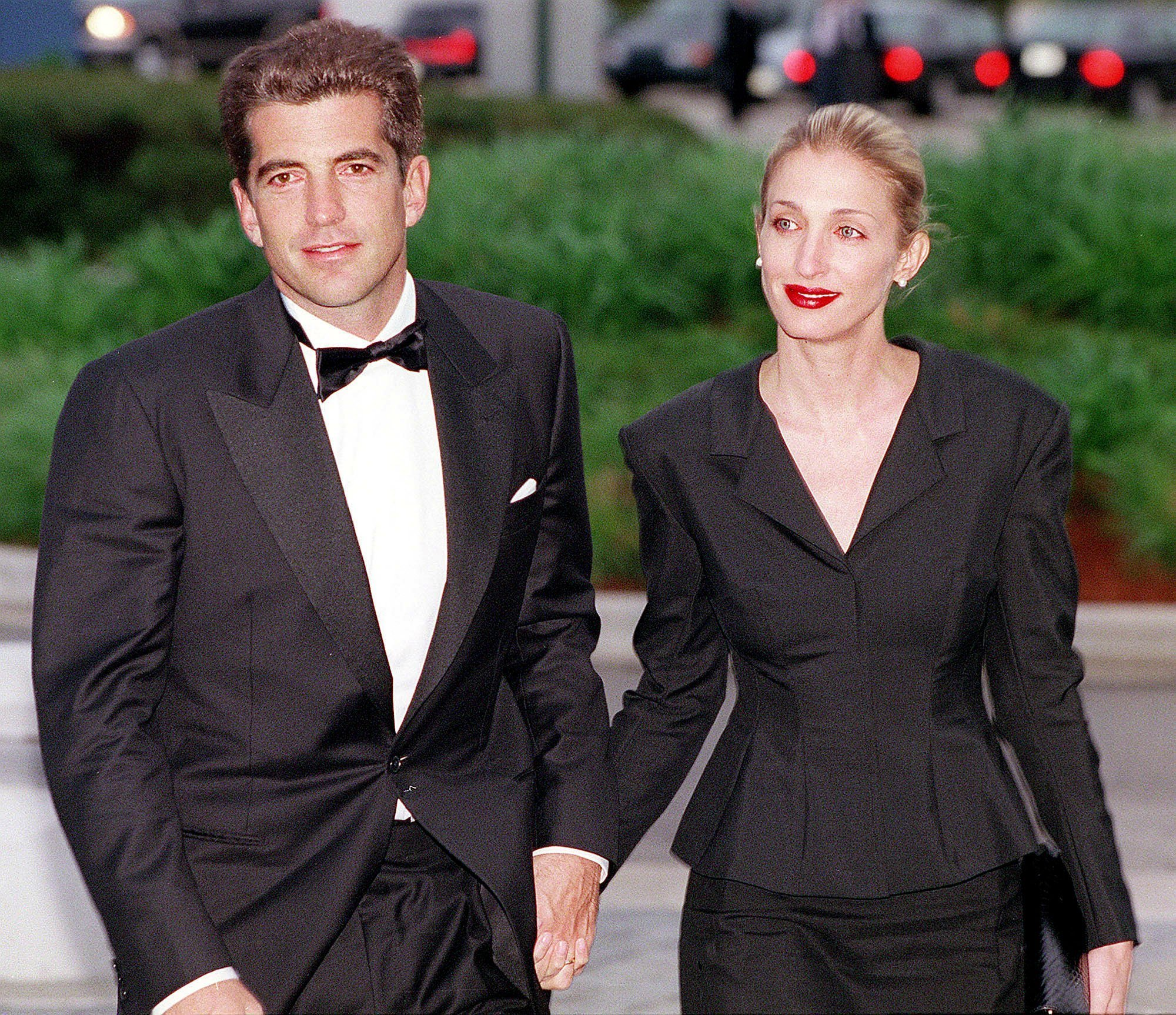 John F. Kennedy, Jr. and Carolyn Bessette Kennedy arrive at the annual John F. Kennedy Library Foundation dinner on May 23, 1999, at the Kennedy Library in Boston, MA. | Source: Getty Images.