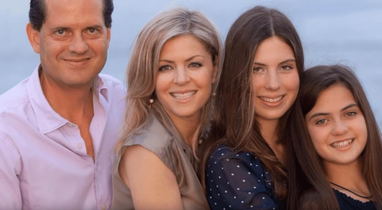 Emma Laura junto a su familia. | Imagen: YouTube/ALEJANDRO ZUNIGA RECORDANDO