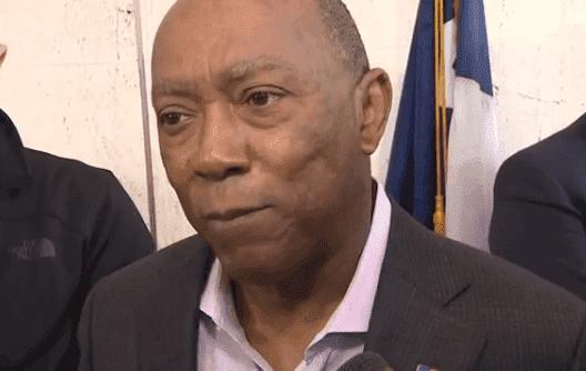 Mayor Sylvester Turner speaking to the press | Photo: KHOU-TV