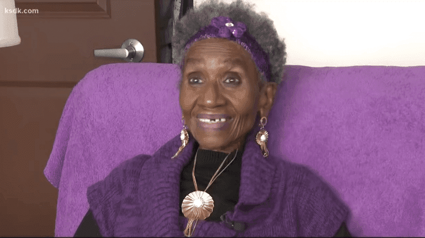 Jessica Slaughter, 86, lost 120 lbs in the past ten years by walking around her tiny apartment. | Photo: YouTube/ KSDK News