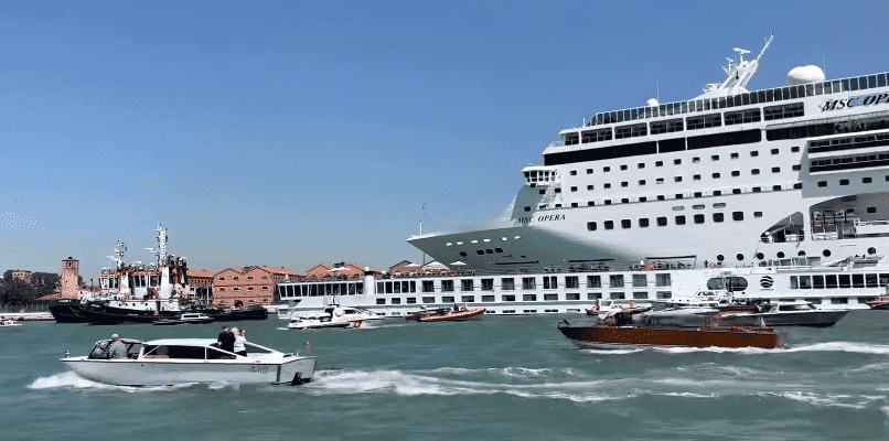 The MSC Opera colliding with the River Countess riverboat | Photo: Cruises and Travels Blog