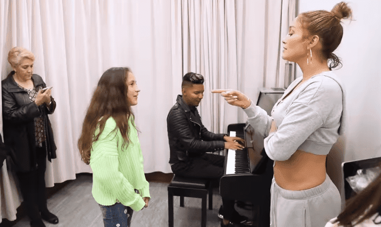Jennifer Lopez setting the tone as her daughter Emme sings | Photo: Jennifer Lopez