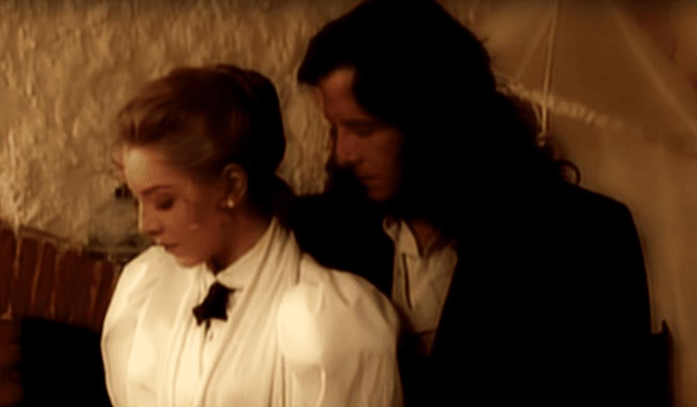 Actor Eduardo Palomo y actriz Edith González en la telenovela 'Corazón Salvaje'. | Imagen: YouTube/SalvajeForever