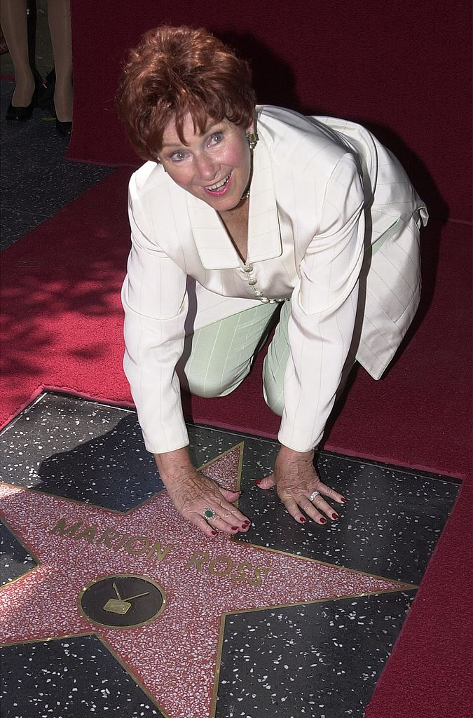 Marion Ross poses with her star on the Hollywood Walk of Fame July 12, 2001 in Hollywood, CA | Photo: GettyImages