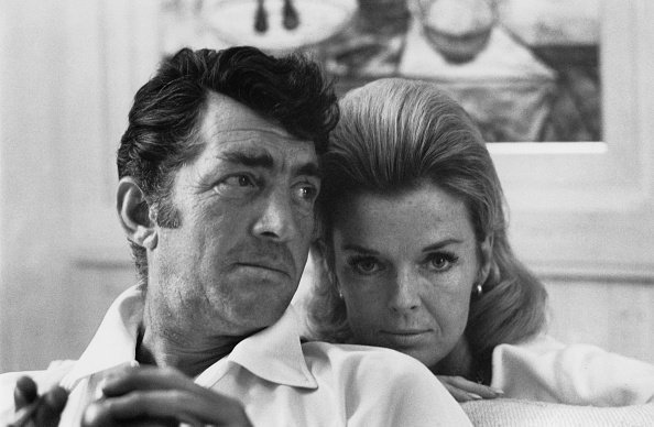 Dean and Jeanne Martin photographed together in 1966 | Source: Getty Images