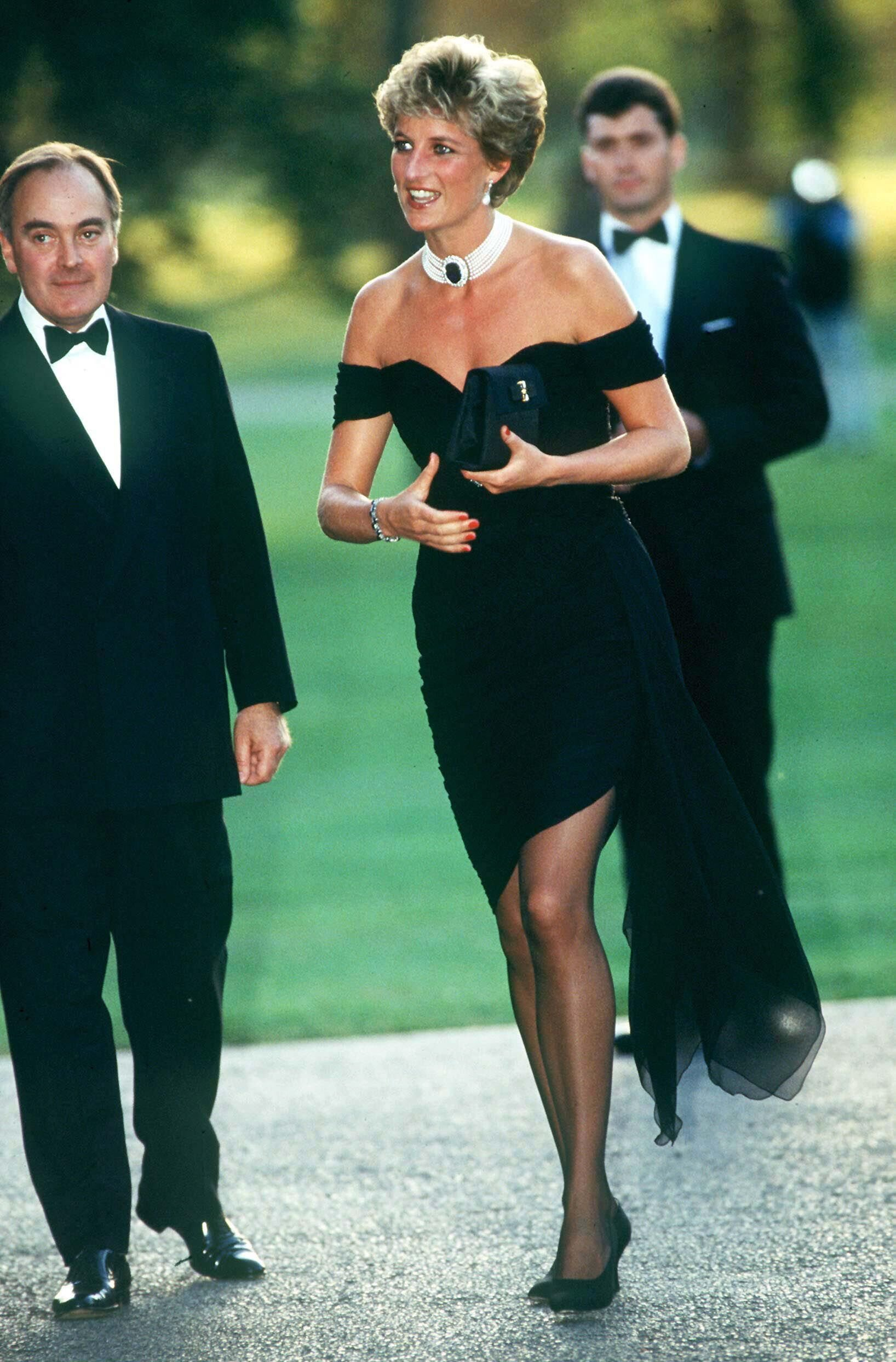 "Prinzessin von Wales in der Serpentine Gallery in London in dem berühmten ""Rache-Kleid"" von Christina Stambolian 