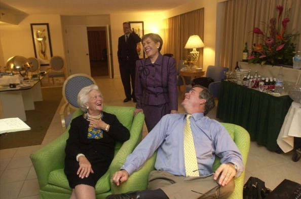 Jeb Bush laughs with his mother, Barbara Bush, and his wife, Columba | Photo: Getty Images