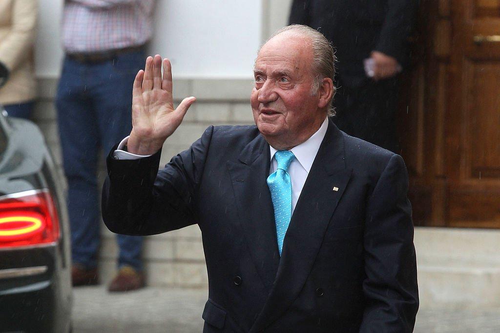 El rey Juan Carlos en la boda de Lady Charlotte Wellesley y Alejandro Santo Domingo en Illora, el 28 de mayo de 2016 en Granada, España. | Imagen: Getty Images