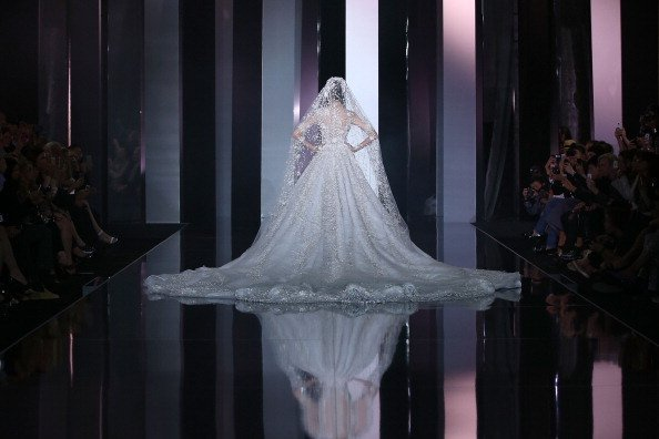 A model on the runway wearing a wedding dress. | Photo: Getty Images.