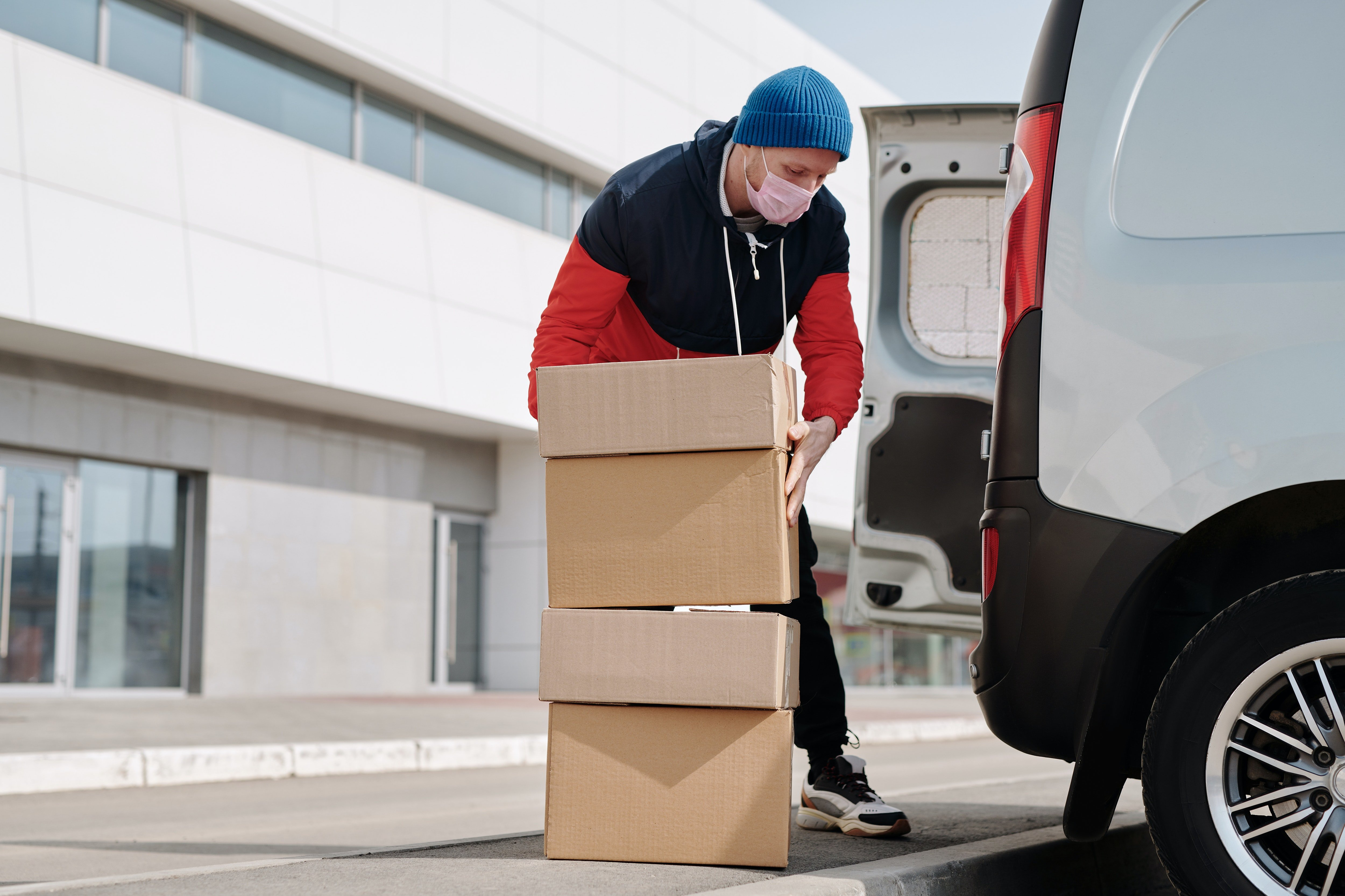 A delivery man with delivery boxes   Photo: Pexels