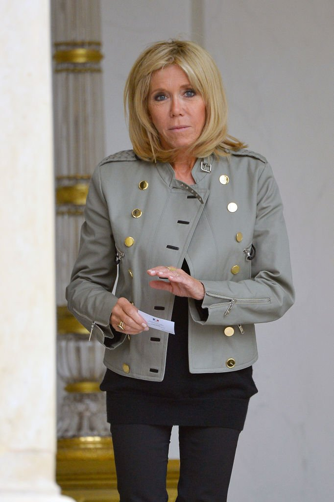 Brigitte Macron accueille Bono à l'Elysée, le 24 juillet 2017 | Photo : Getty Images