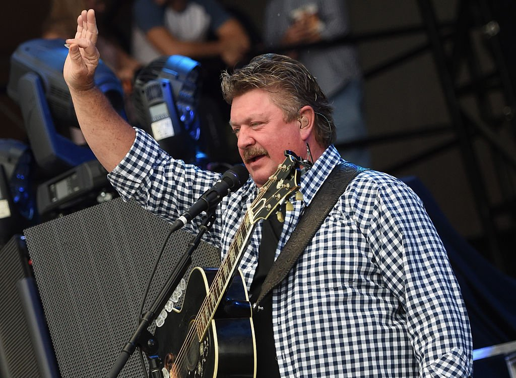 Joe Diffie performs during Pepsi's Rock The South Festival - Day 2 at Heritage Park on June 4, 2016 | Photo: Getty Images