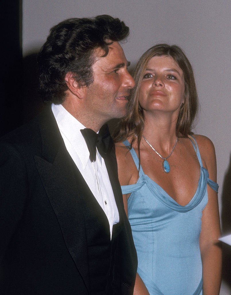 Peter Falk and Katherine Ross at 47th Annual Academy Awards on April 8, 1975 | Photo: Getty Images