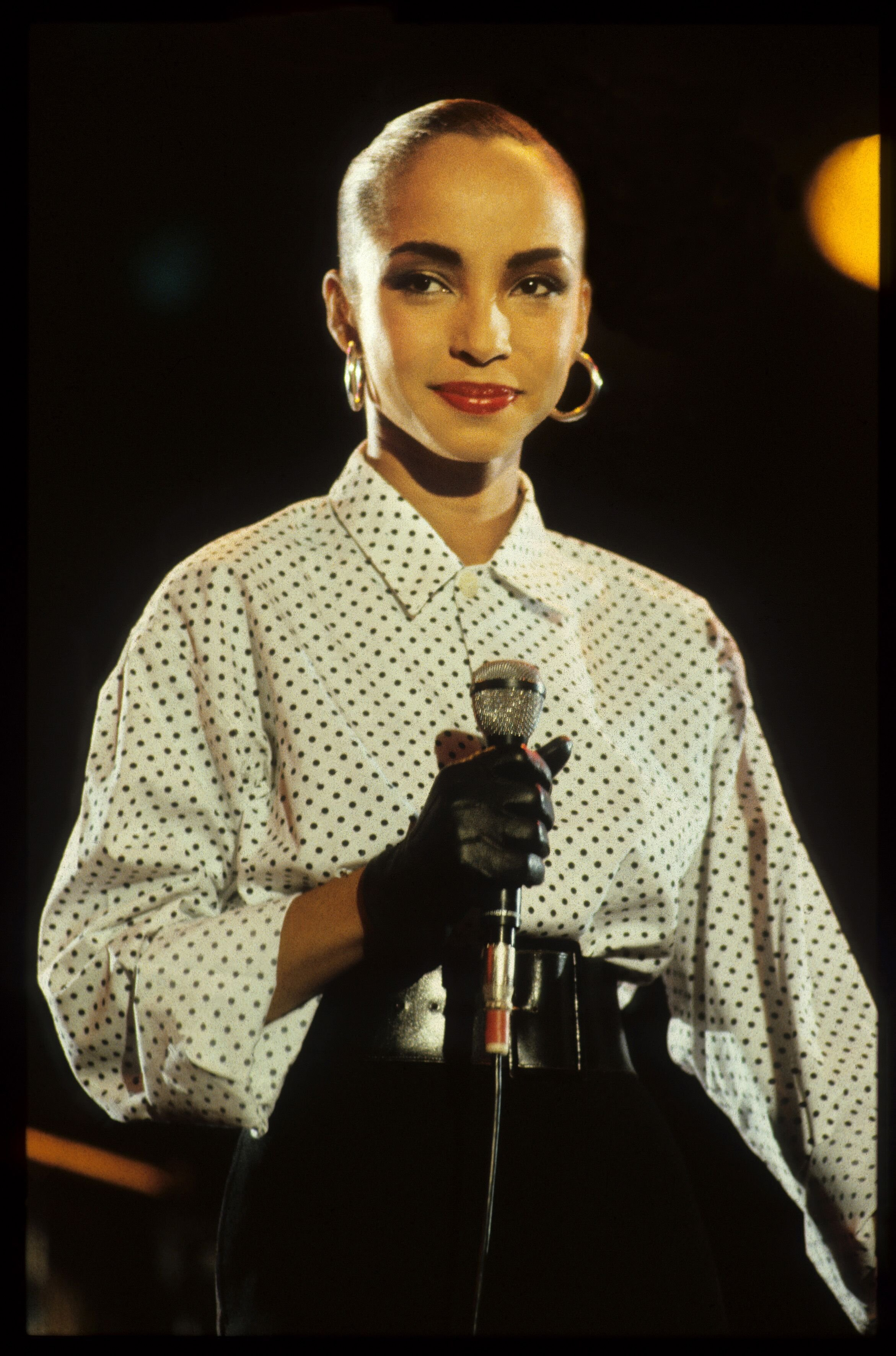 Sade performs on stage at Veronica Rocknight, Ahoy, Rotterdam, Netherlands, 21st September 1984 | Photo: Getty Images