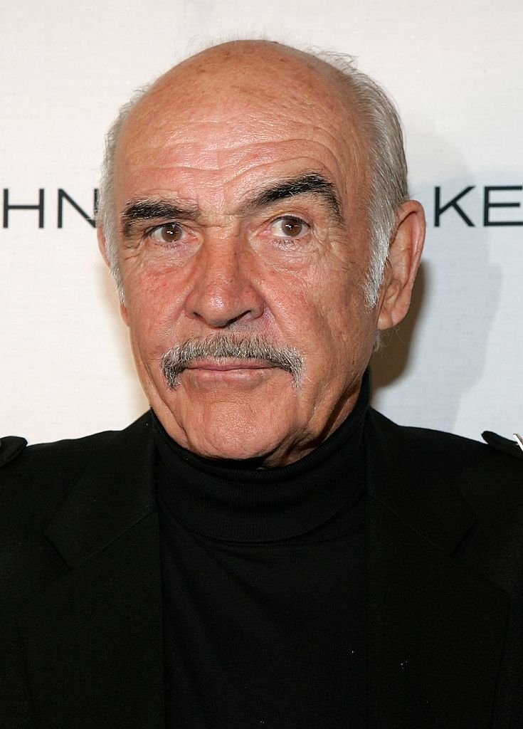 L'acteur Sean Connery assiste au défilé de mode Johnnie Walker Dressed to Kilt et à l'événement caritatif au Synod House du jardin de la cathédrale St. John the Divine le 3 avril 2006 à New York. | Photo : Getty Images