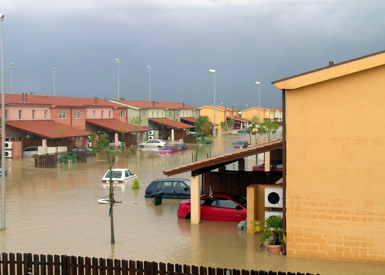 Une ville inondée après de fortes pluies.   Photo : Pixabay