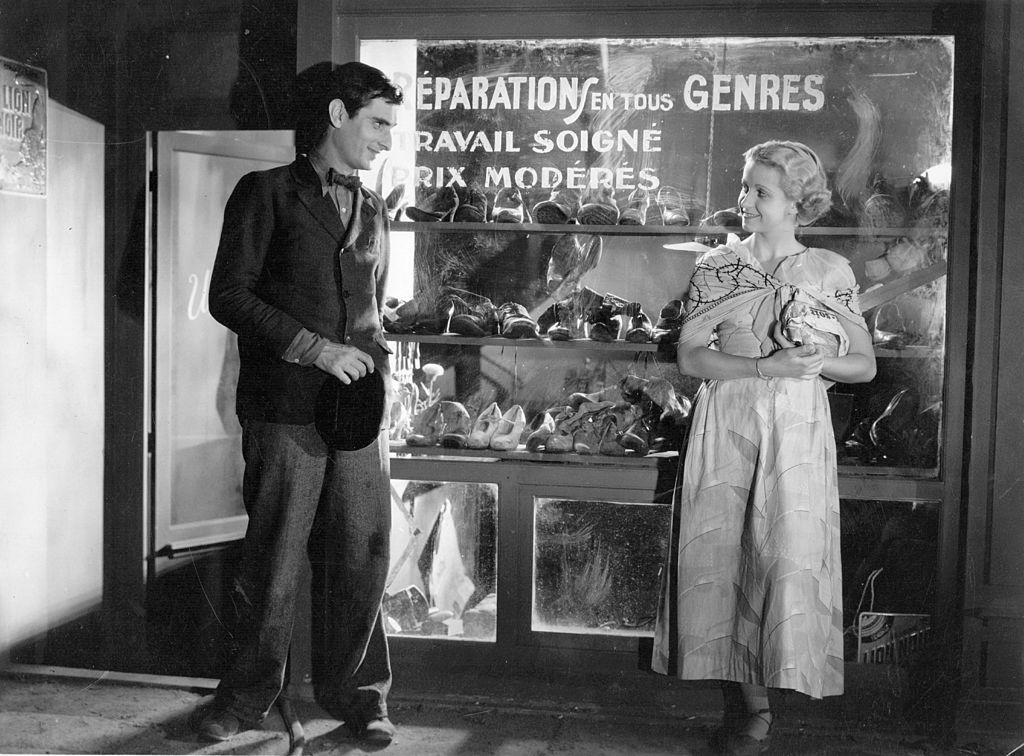 """Danielle Darrieux et Gerard Sandoz dans le film """"Panurge"""" en 1932. l Source : Getty Images"""