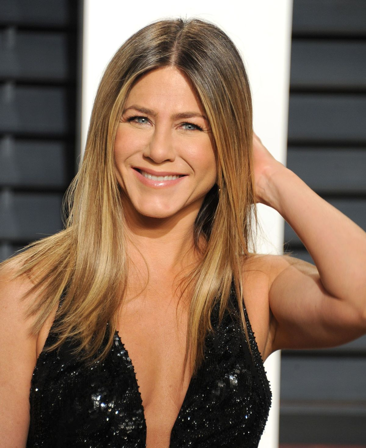 Jennifer Aniston at the Vanity Fair Oscar Party Hosted By Graydon Carter at Wallis Annenberg Center for the Performing Arts on February 26, 2017 | Photo: Getty Images