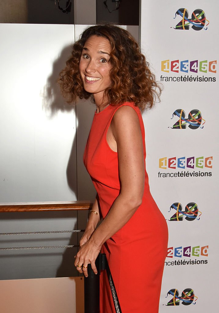 Marie-Sophie Lacarrau tout souriante. | Photo : Getty Images