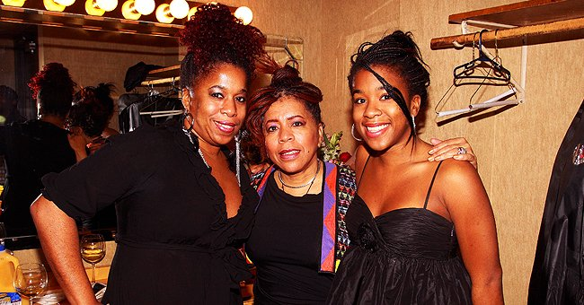 Singer Valerie Simpson with her daughters, Nicole and Asia at the Star Plaza Theatre on December 10, 2011 | Photo: Getty Images