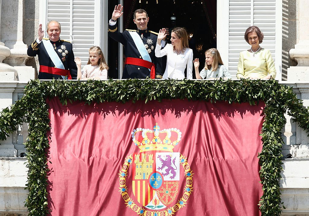 El rey Juan Carlos, la princesa Leonor, el rey Felipe VI, la reina Letizia, la infanta Sofía y la reina Sofía.  Fuente: Getty