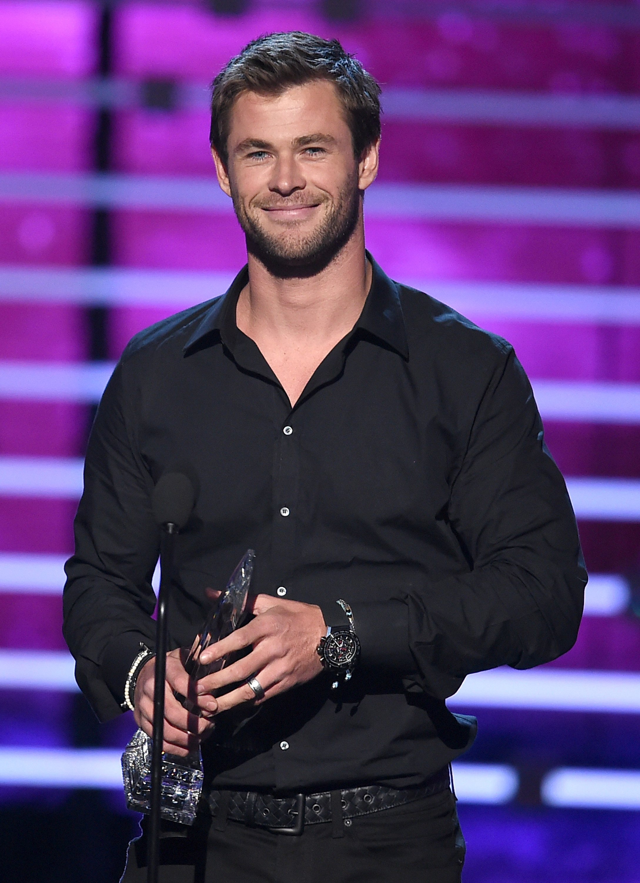 Chris Hemsworth accepts Favorite Action Movie Actor award onstage during the People's Choice Awards 2016 at Microsoft Theater on January 6, 2016, in Los Angeles, California. | Source: Getty Images.