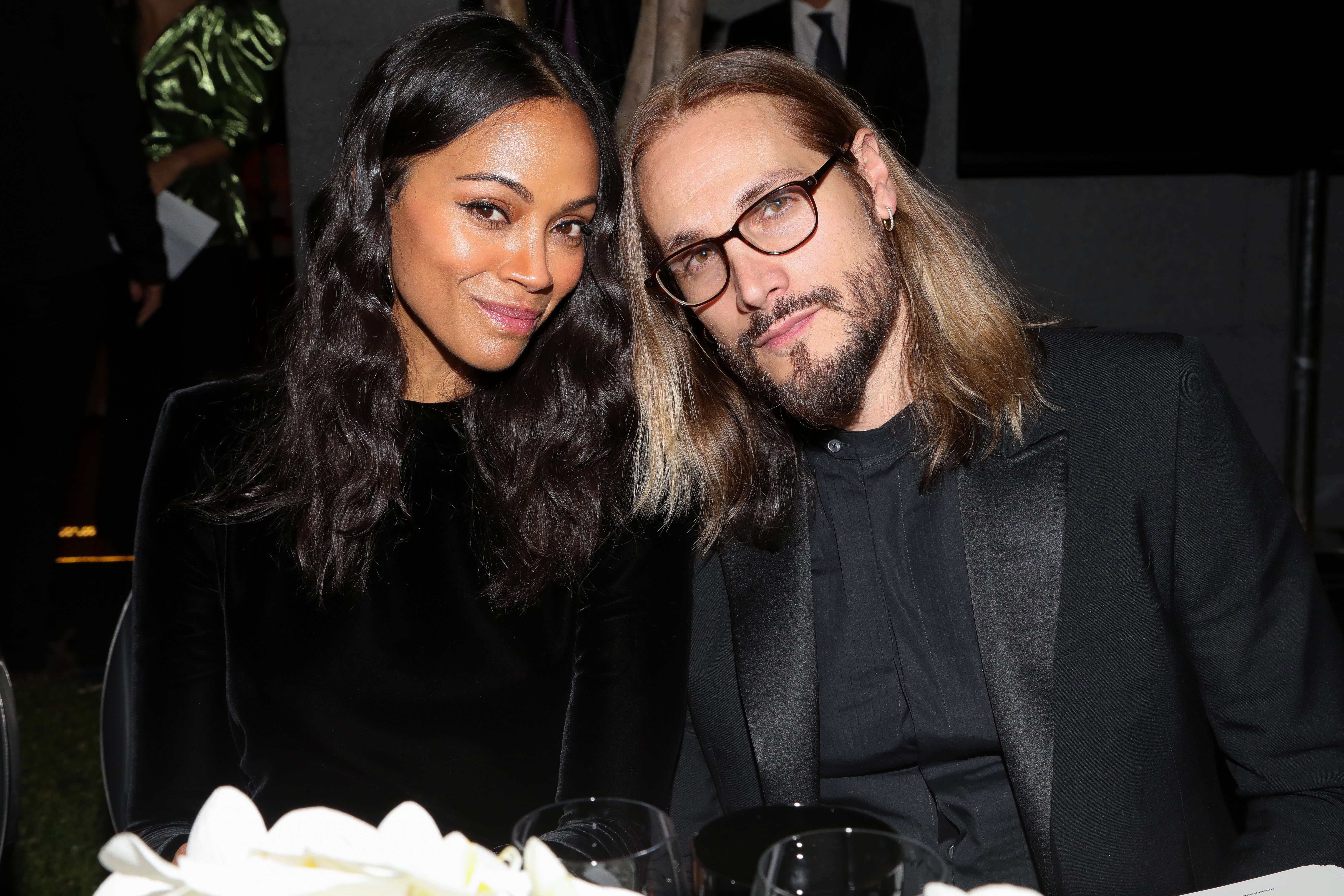 Zoe Saldana and Marco Perego pose during the amfAR gala dinner at the house of collector and museum patron Eugenio López on February 5, 2019. | Photo: GettyImages