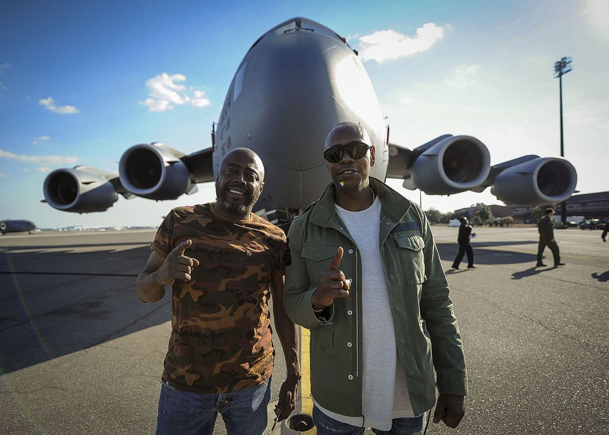 Dave Chappelle and Donnell Rawlings at Joint Base Charleston. | Photo: Wikimedia Commons Images