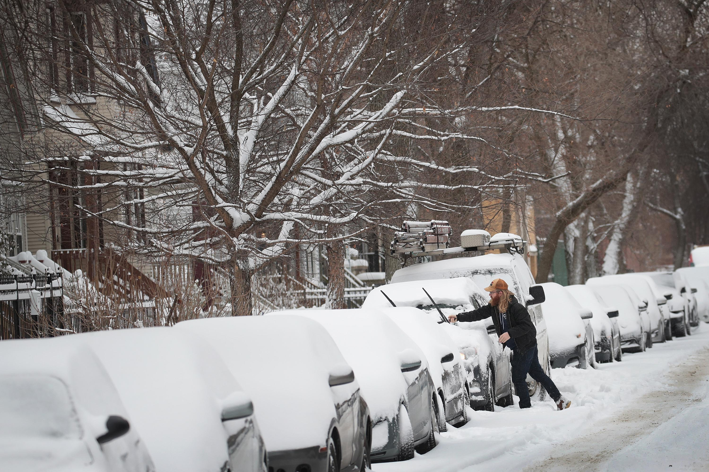 Residents clear up following a snowstorm in the area on January 19, 2019 in Chicago, Illinois | Photo: Getty Images