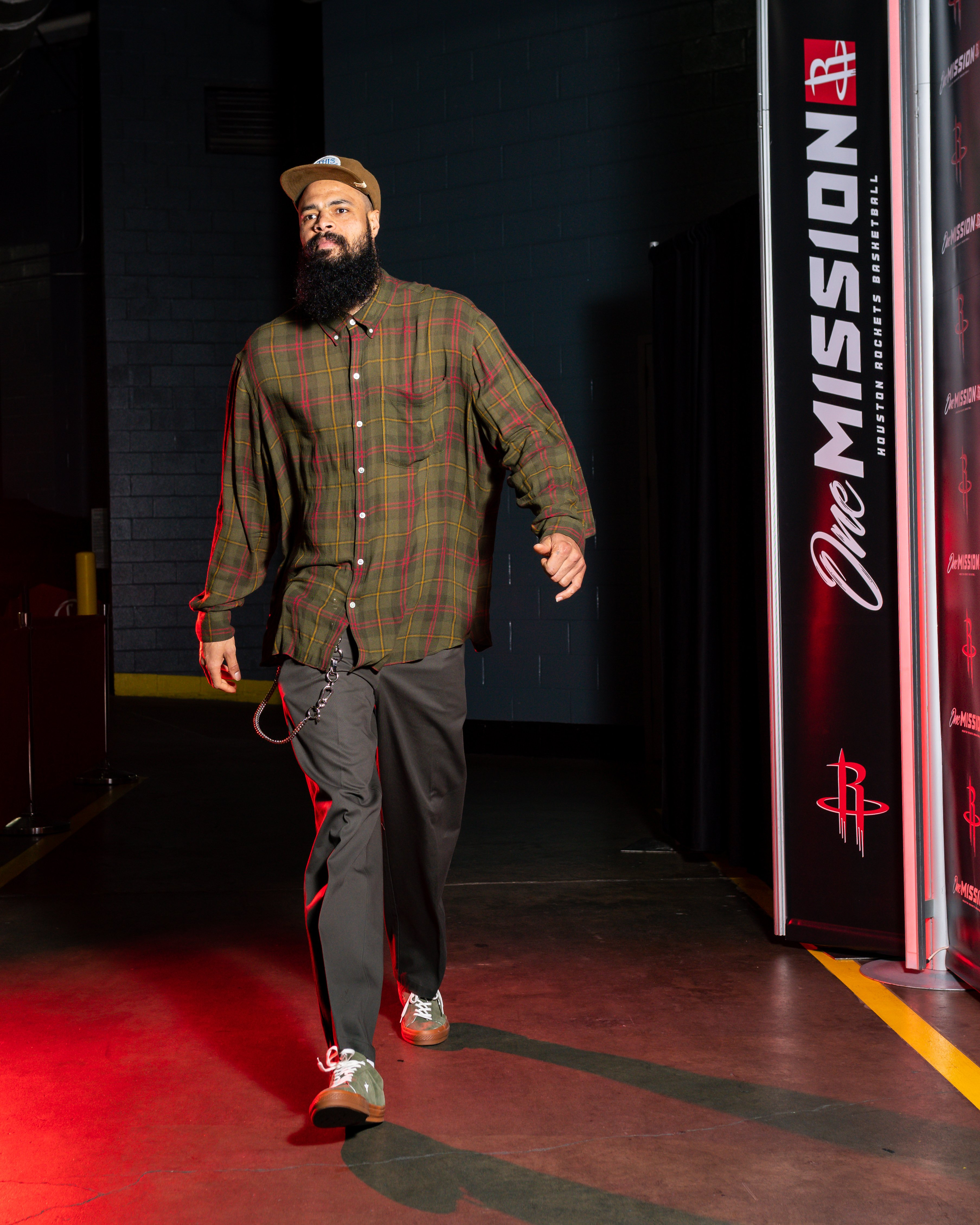 Tyson Chandler #19 of the Houston Rockets arrives to the game against the Charlotte Hornets on February 04, 2020 | Photo: Getty Images