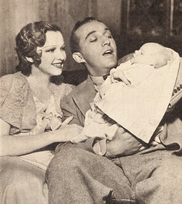 Dixie Lee and Bing Crosby with their first son Gary Crosby, 1933. | Source: Wikimedia Commons