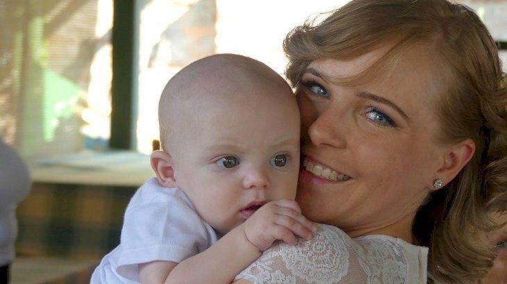 Une mère et son enfant. | Photo: Pixabay