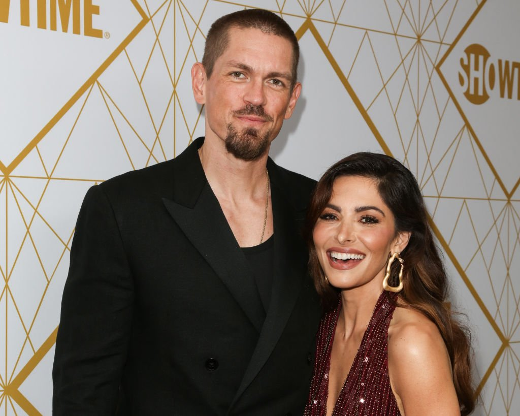 Steve Howey and Sarah Shahi at the Showtime Emmy eve nominees celebrations at San Vincente Bungalows on September 21, 2019 | Photo: Getty Images