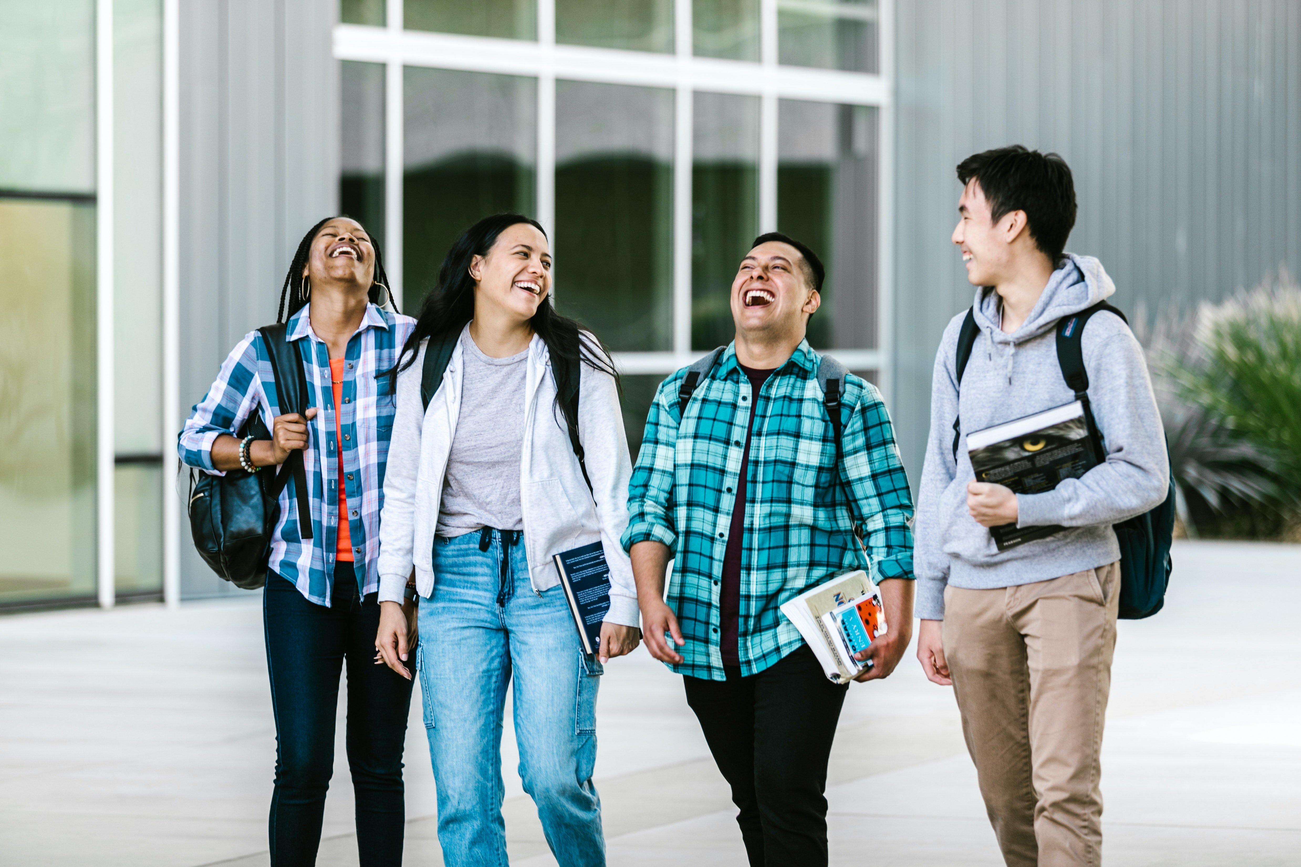 A group of students laughing | Photo: Pexels