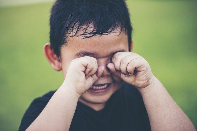 Un petit garçon qui pleure. | Photo : Freepik