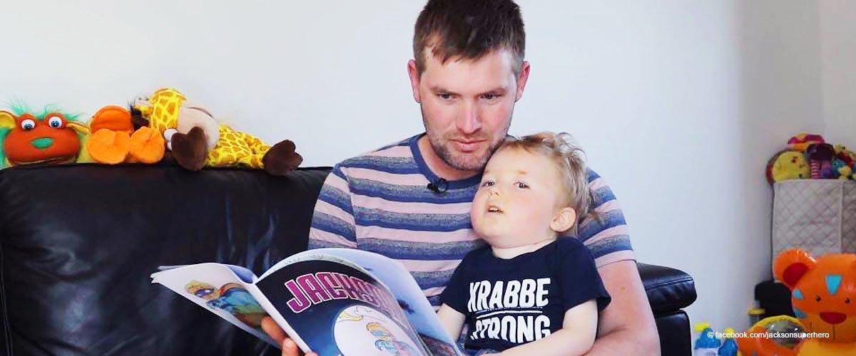 Vater eines Jungen mit seltener Krankheit verewigt seinen sterbenden Jungen als Superhelden