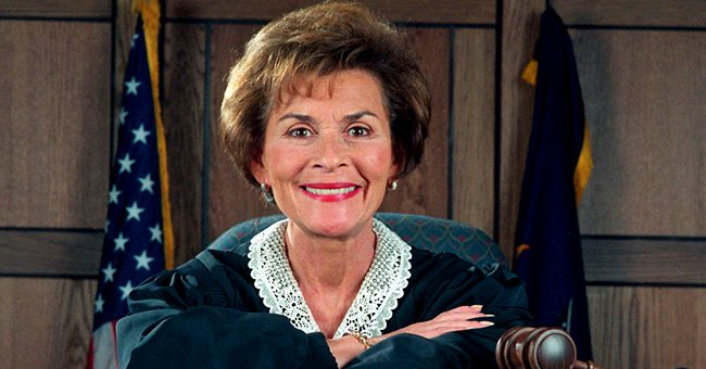 """Judge Judy Sheindlin on the set of her television show, """"Judge Judy,"""" on December 2, 1997, in Los Angeles, California   Photo:Bob Riha, Jr./Getty Images"""