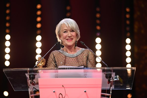 Helen Mirren receiving the Golden Honorary Bear on February 27, 2020. | Photo: Getty Images