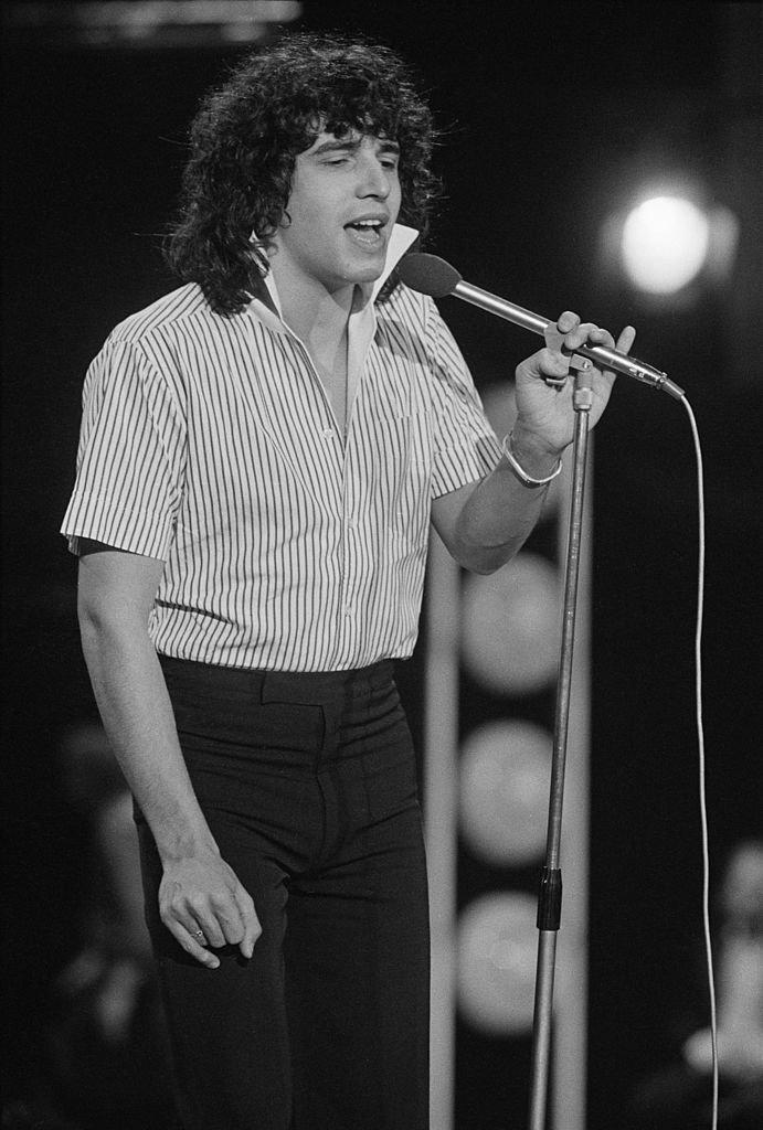 Julien Clerc sur scène en 1974. l Source : Getty Images