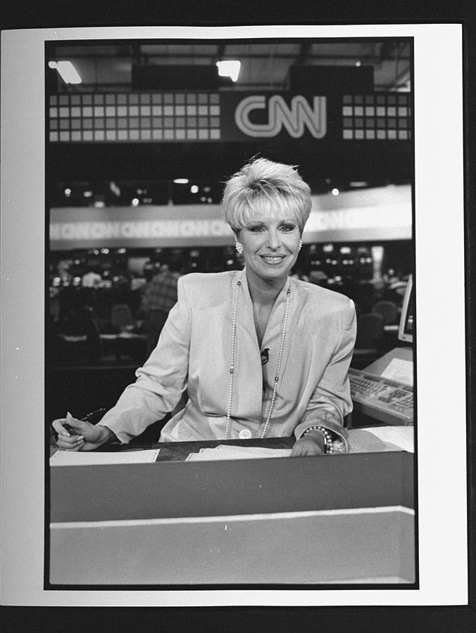 CNN anchor Bobbie Battista at desk on set during broadcast at Cable News Network HQ. | Photo: Getty Images