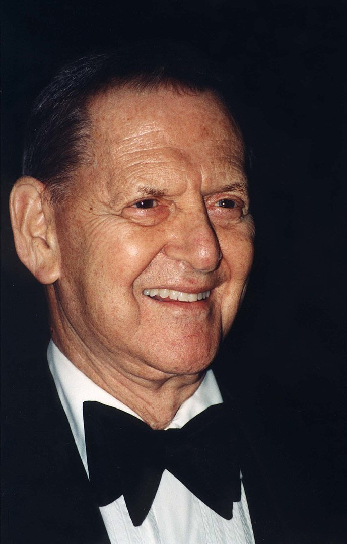 Tony Randall at the Arthritis foundation, March 25 2001 | Photo: Wikimedia Commons Images