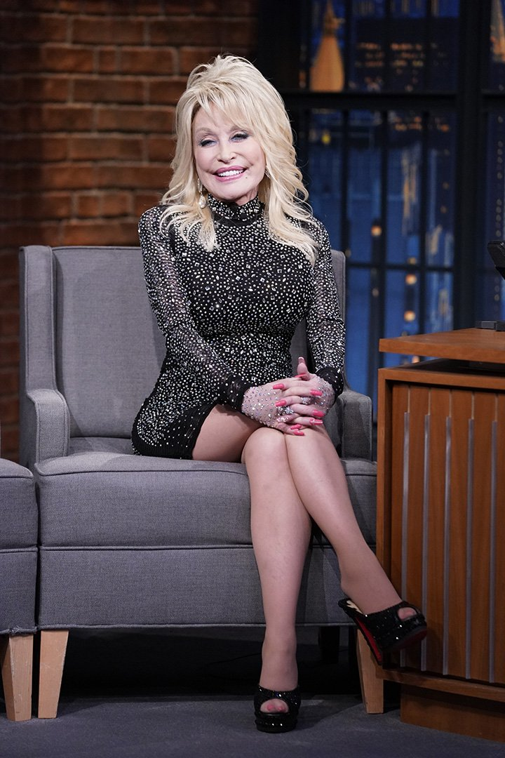 Dolly Parton during an interview with Seth Meyers In November 2019. I Image: Getty Images.