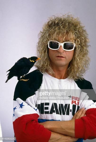 La photo du chanteur et compositeur français Michel Polnareff avec l'oiseau Myna |Source: Getty Images/Global Ukraine