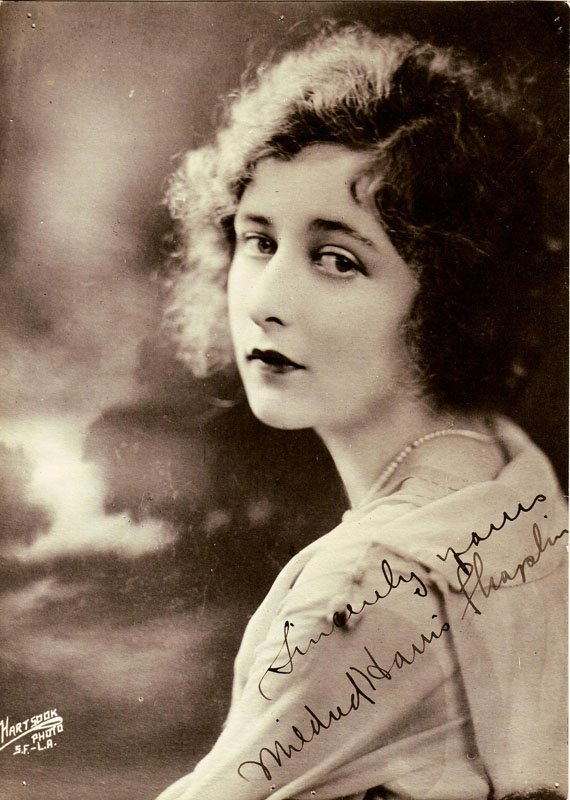 Mildred Harris ca 1918 - 1920. | Photo: Wikimedia Commons Images, Public Domain,