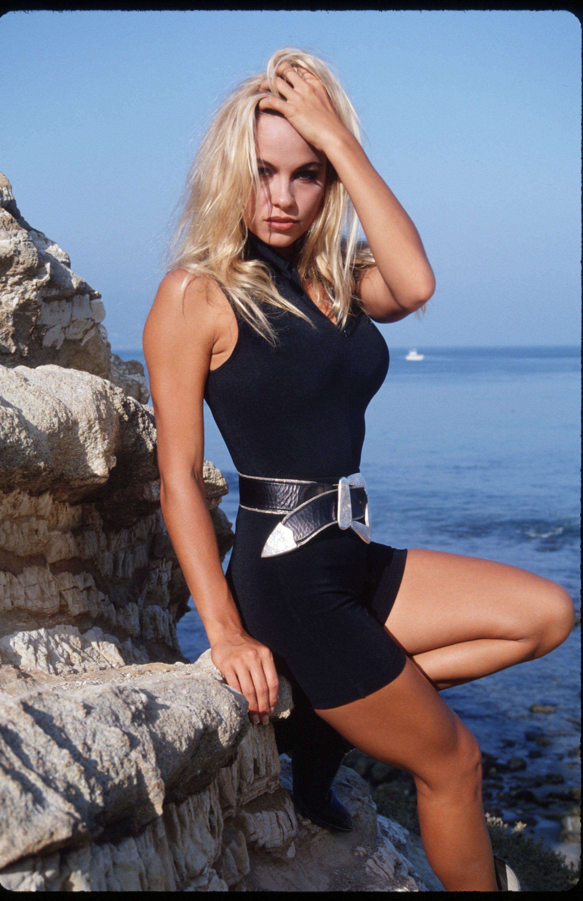 Pamela Anderson poses August 25, 1992 on Malibu Beach, CA. | Source: Getty Images