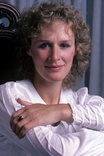 Glen Close at home in her apartment in the Chelsea area of New York City on July 1982 in New York City. | Photo: Getty Images